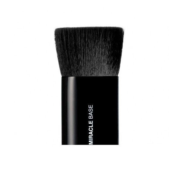 Miracle Base Brush