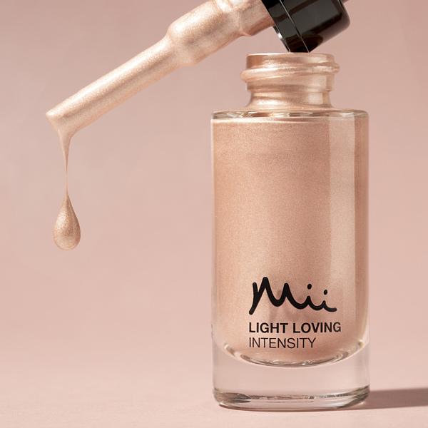 Mii Cosmetics Light Loving Intensity Femme Fatale dripping