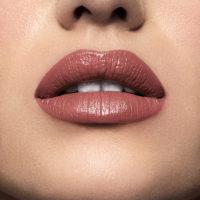Model wearning Mii Moisturising Lip Lover Whisper Lipstick