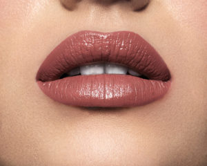 Model wearning Mii Moisturising Lip Lover Whisper Lipstick